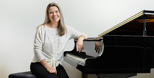 Jaana Kauppi opettaa pianonsoittoa musiikkikoulu PiaCellossa, Jyväskylässä.