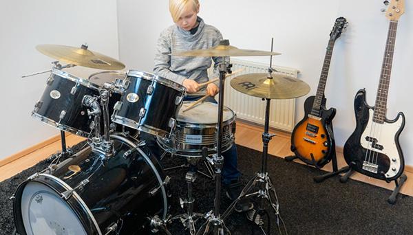 Rumpali, musiikkikoulu PiaCellon rumpuluokka Palokassa, Jyväskylässä.