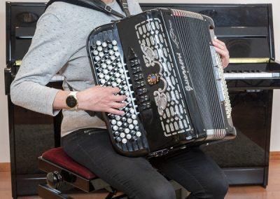Musiikkikoulu PiaCellon aikuinen harmonikansoiton oppilas, Jyväskylässä.