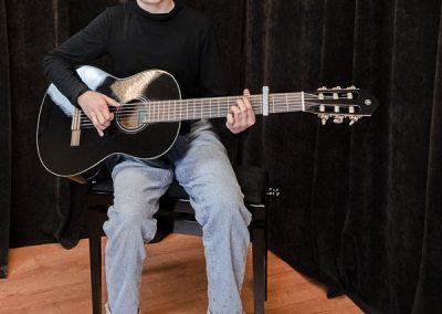 Musiikkikoulu PiaCello kitaransoiton opetusta Jyväskylässä.