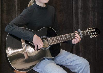 Kitaransoittoa opettaa musiikkikoulu PiaCello Jyväskylässä.