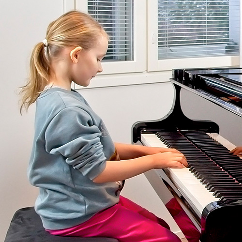Musiikkikoulu PiaCello pianon soittaja, Jyväskylä.