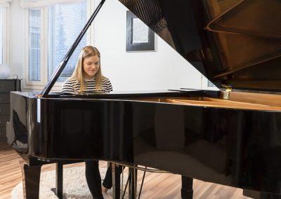 Musiikkikoulu PiaCello opettaa pianonsoittoa Jyväskylässä innokkaille oppilaille.