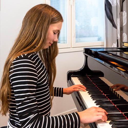 Musiikkikoulu PiaCello pianonsoitto, Jyväskylä.