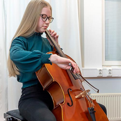 Musiikkikoulu PiaCello sellon soittaja, Jyväskylä.