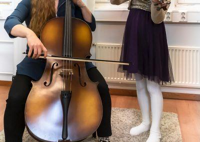 Musiikkikoulu PiaCellossa sellonsoiton ja viulunsoiton oppilaat pääsevät soittamaan myös yhdessä, Jyväskylä.