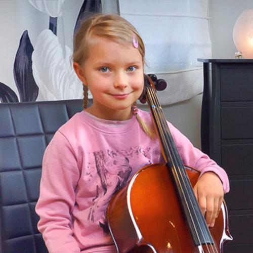Musiikkikoulu PiaCello sellisti ja viulisti soittotunnilla, Jyväskylä.