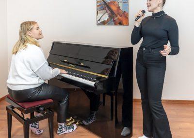 Musiikkikoulu PiaCellossa sisaruksetkin voivat oppia yhdessä jopa laulamista ja pianonsoittoa, Jyväskylä.