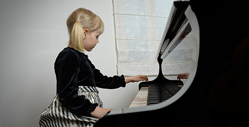 Musiikkikoulu PiaCello flyygelinsoittaja, Jyväskylässä.