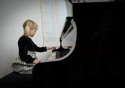 Musiikkikoulu PiaCello tarjoaa laadukasta pianonsoiton opintoja kaikille kiinnostuneille, Jyväskylä.