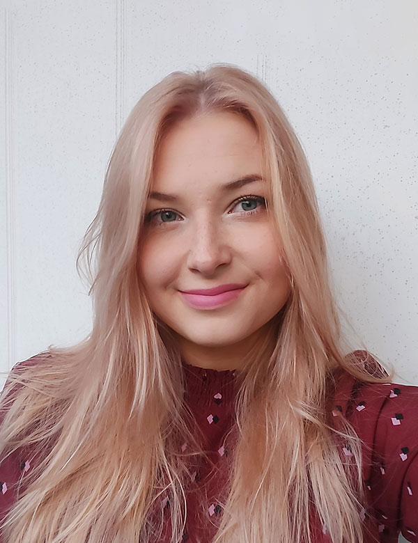 Musiikkikoulu PiaCello Elina Kauhanen, pianonsoiton opettaja.